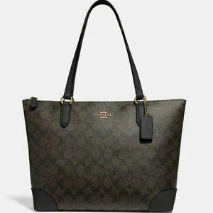 Coach Bags - [SOLD]●●COACH SHOULDER BAG IN SIGNATURE CANVAS🍒